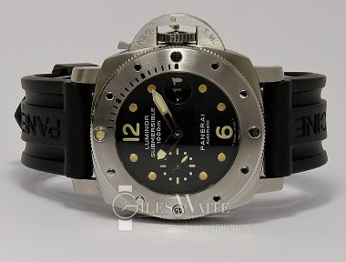£SOLD (REF 9328) PANERAI LUMINOR MARINA SUBMERSIBLE PAM 00243(2008)